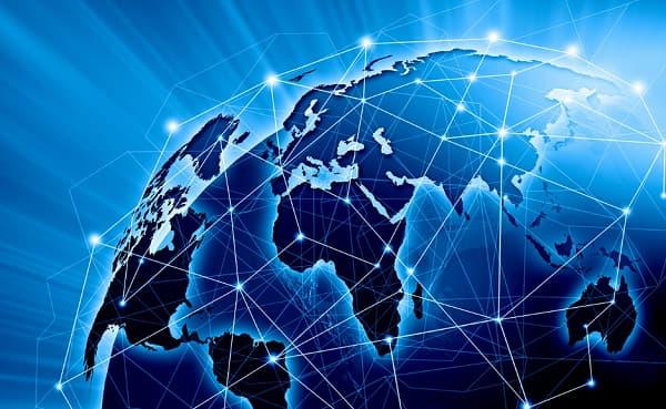 ¿Cómo funciona internet y qué protocolos, estándares y sistemas intervienen?